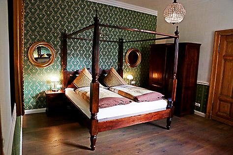 Hotel Berlin Doppel-Zimmer großes Bett