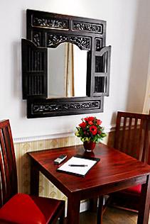 Hotel Berlin Doppel-Zimmer Tisch mit Stuhl