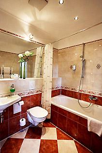 Hotel Berlin Standard Zimmer Bad mit Wanne