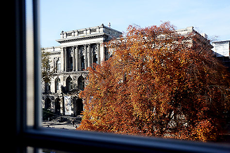 Hotel Berlin Standard Zimmer Fensterblick Naturkundemuseum