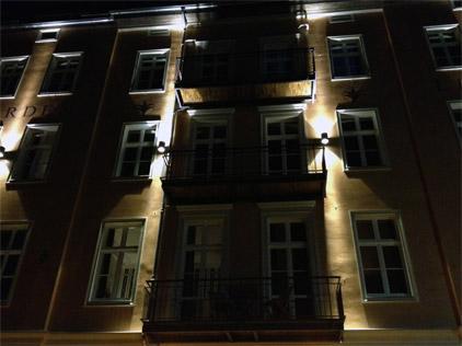 Apartment Hotel Berlin GARDEN LIVING - Ansicht Fassade bei Nacht